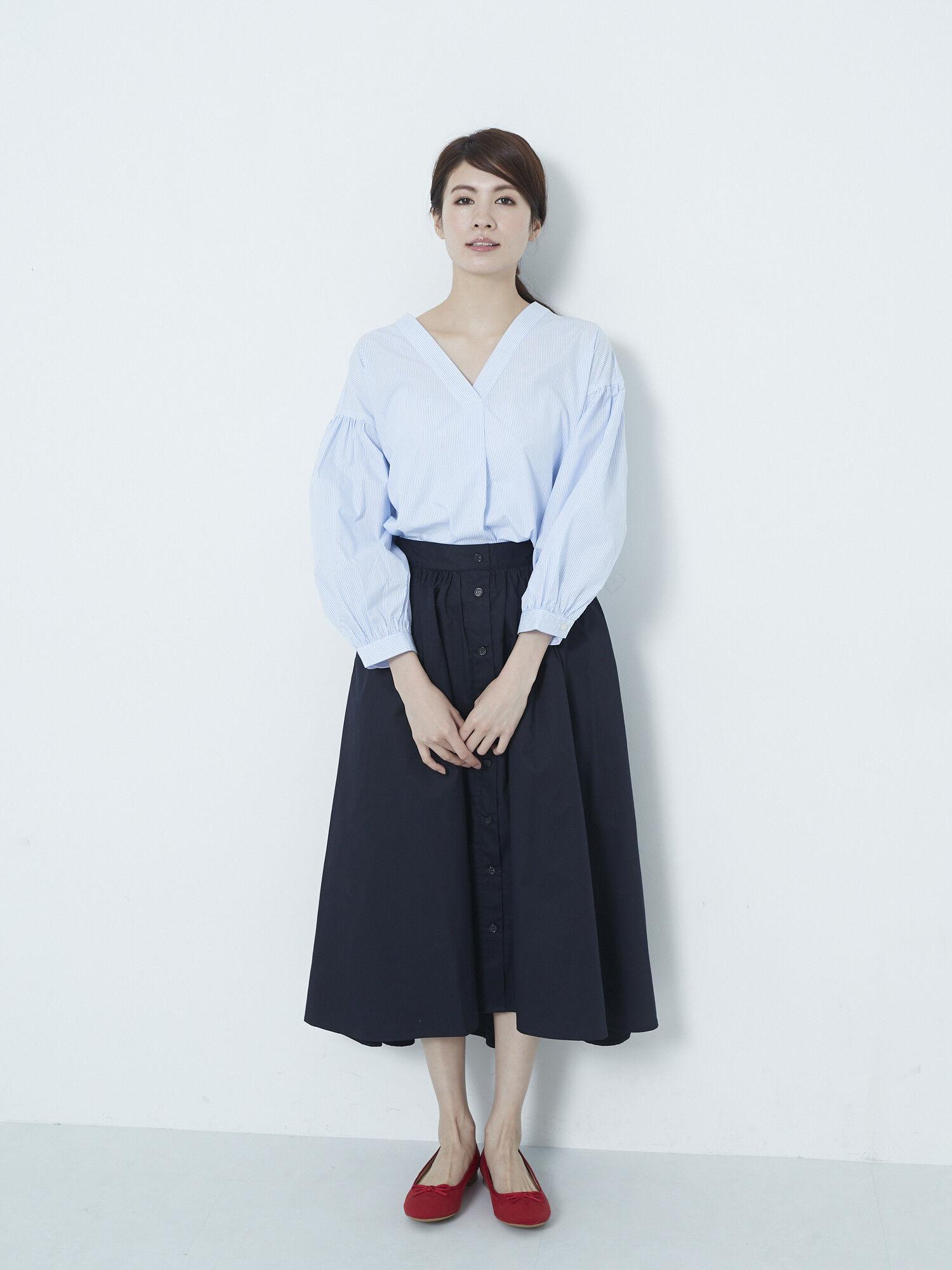 【CM着用】SET2点 Vネックシャツ+前釦スカート